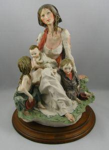 Armani figurine m w kids front